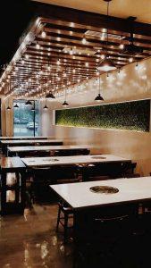 hệ thống ánh sáng trong nhà hàng thịt nướng
