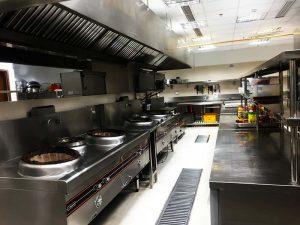 khu vực bếp nhà hàng hải sản