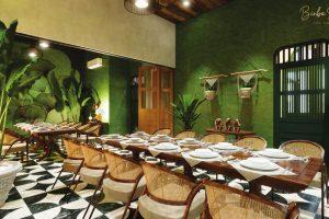 Thiết kế nội thất nhà hàng nên cần nhớ đến những nơi có thể nhận được nguồn ánh sáng tự nhiên từ mặt trời.