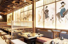 Phong cách thiết kế nhà hàng châu Á - Hàn Quốc thường đơn giản, sử dụng nhiều tone màu vàng tạo cảm giác ấm cúng.