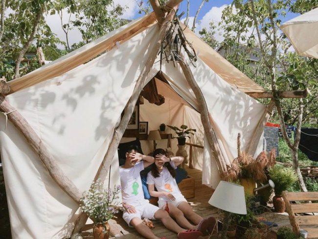 Homestay phong cách nhà lều vải Mông Cổ thường được thiết kế và phát triển ở những khu ngoại ô và phong cảnh đẹp để khách du lịch được hóa thân vào những cô gái, chàng trai Mông Cổ lãng mạn, say đắm và đầy lãng mạn